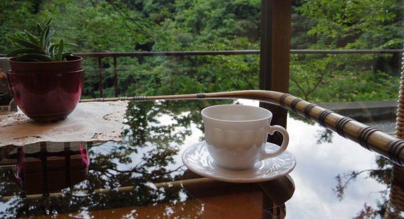 ラウンジで無料のコーヒー。