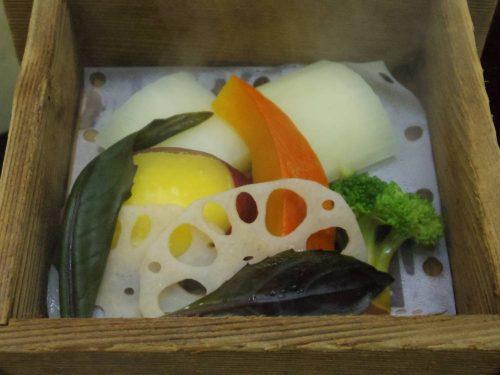 加賀野菜のせいろ蒸し。絶品でした。