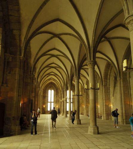 修道院内部。
