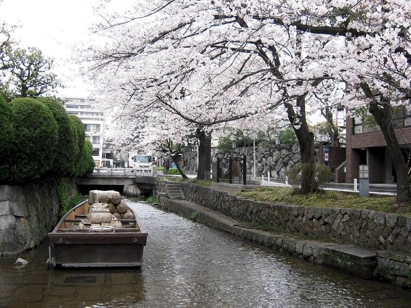 【京都旅行】買い物や食事に便利なお店がたくさん、三条河原町とは