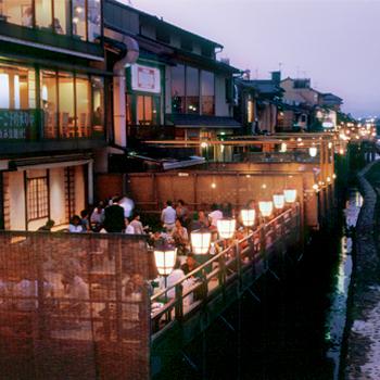 京都の川床 by 京都観光Navi
